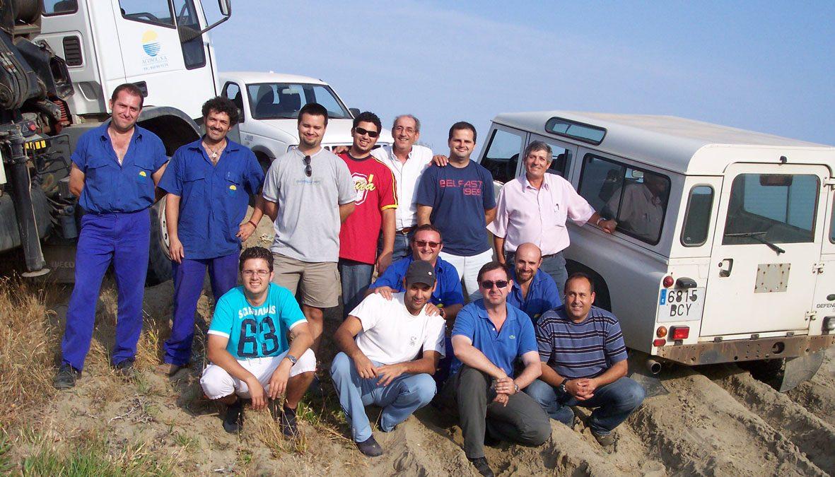 Alejandro Triviño, monitor, con los participantes en el I Curso de Conducción 4x4 ACOSOL.