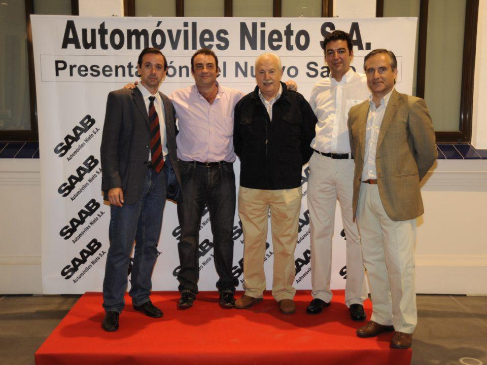 Prensa del motor de Málaga, Alejandro Triviño, Fernando López, Gabriel García, Antonio Quintana, y, Carlos Sedano, en la presentación del Saab 9-5.